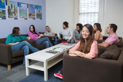 Студенты Kaplan English College